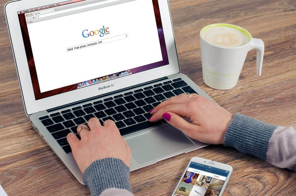 מחשב עם גוגל