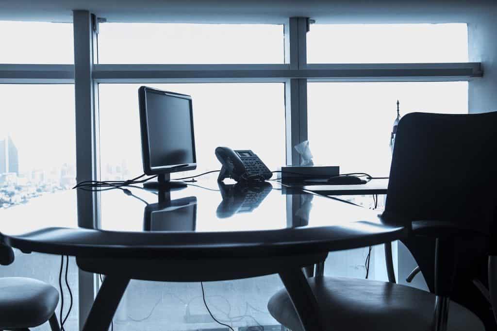 כיסה שולחן ומחשב